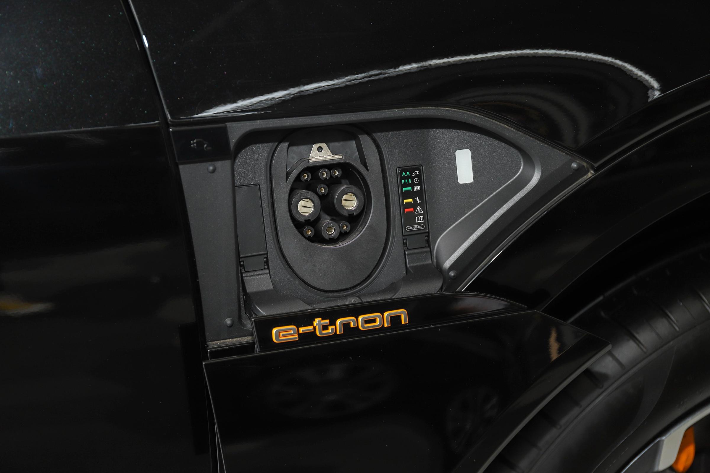 比进口版便宜10万多 续航提升到500km 实拍一汽-大众奥迪e-tron